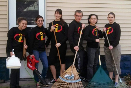 St. Ambrose students volunteer to rake leaves at Bee the Difference Day. From left to right: Jessica Kap, Meghan Dean, Theresa Diggs,  Kevin Leyendecker, Vince Soto and Jessica Kleitsch.  Emma Williams/The Buzz.